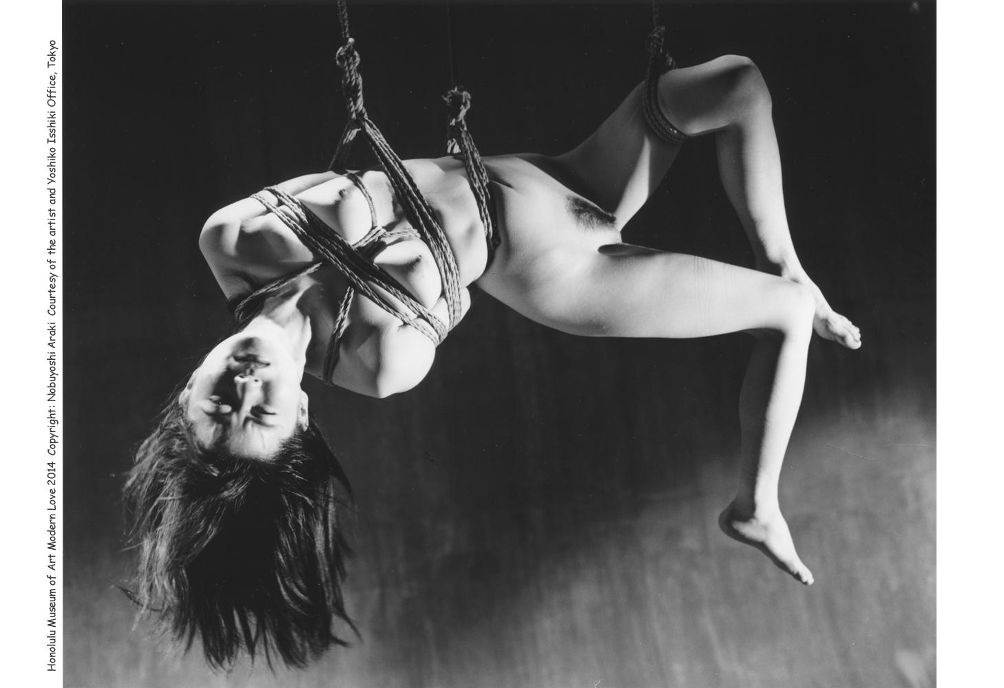 Рабыни подвешенные за ноги 11 фотография